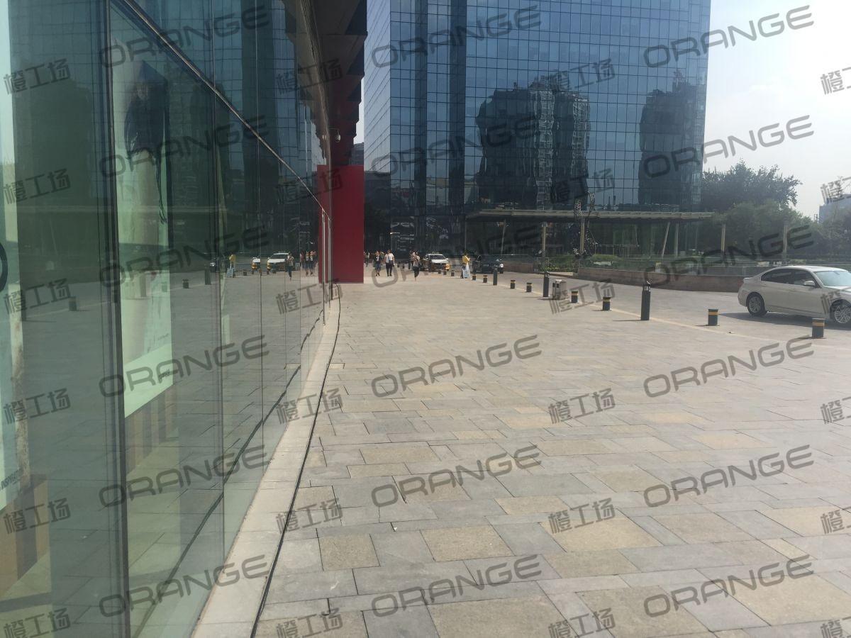 北京颐堤港-室外西门走廊it门前3