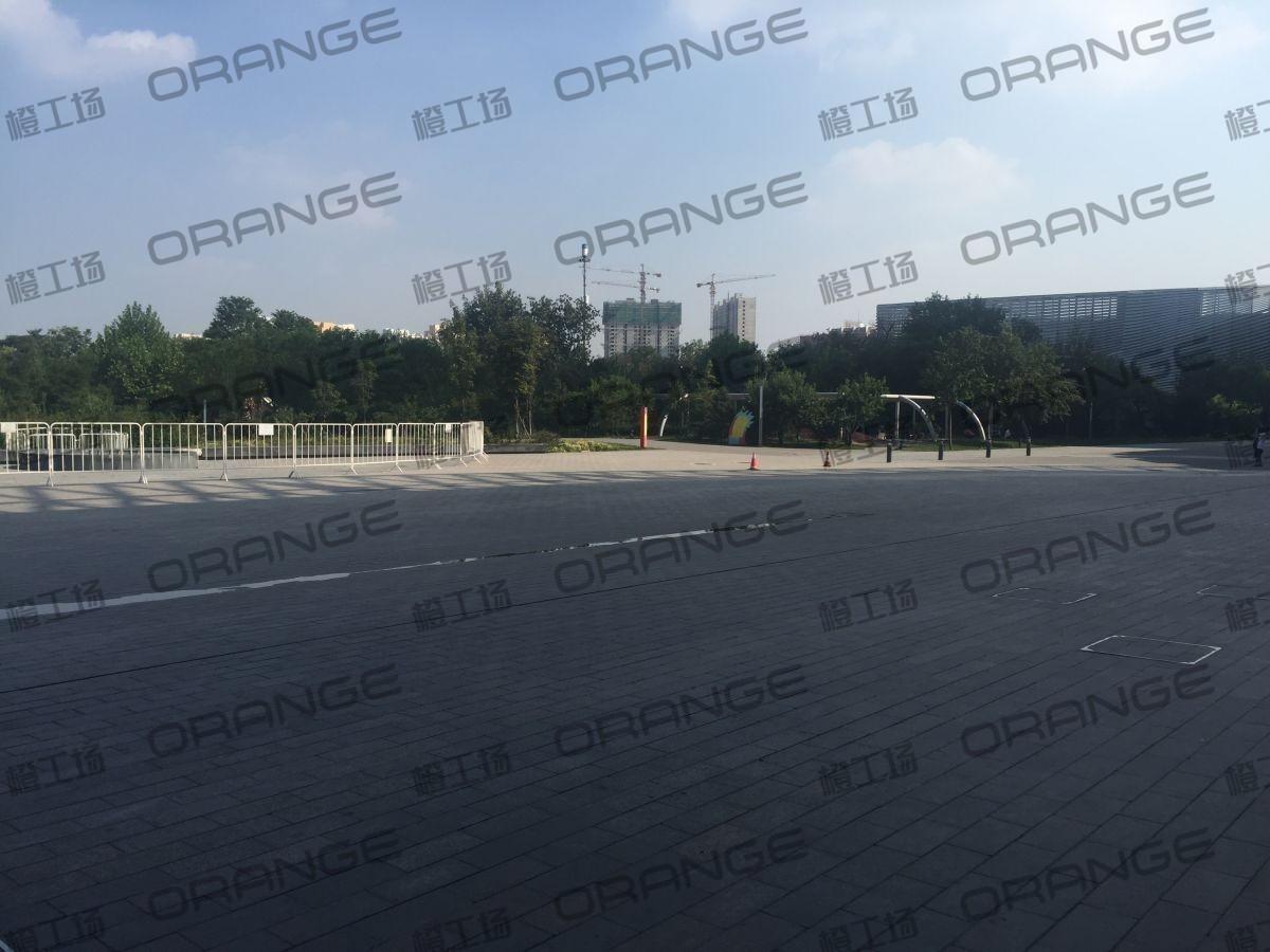 北京颐堤港-室外东侧门前小广场8