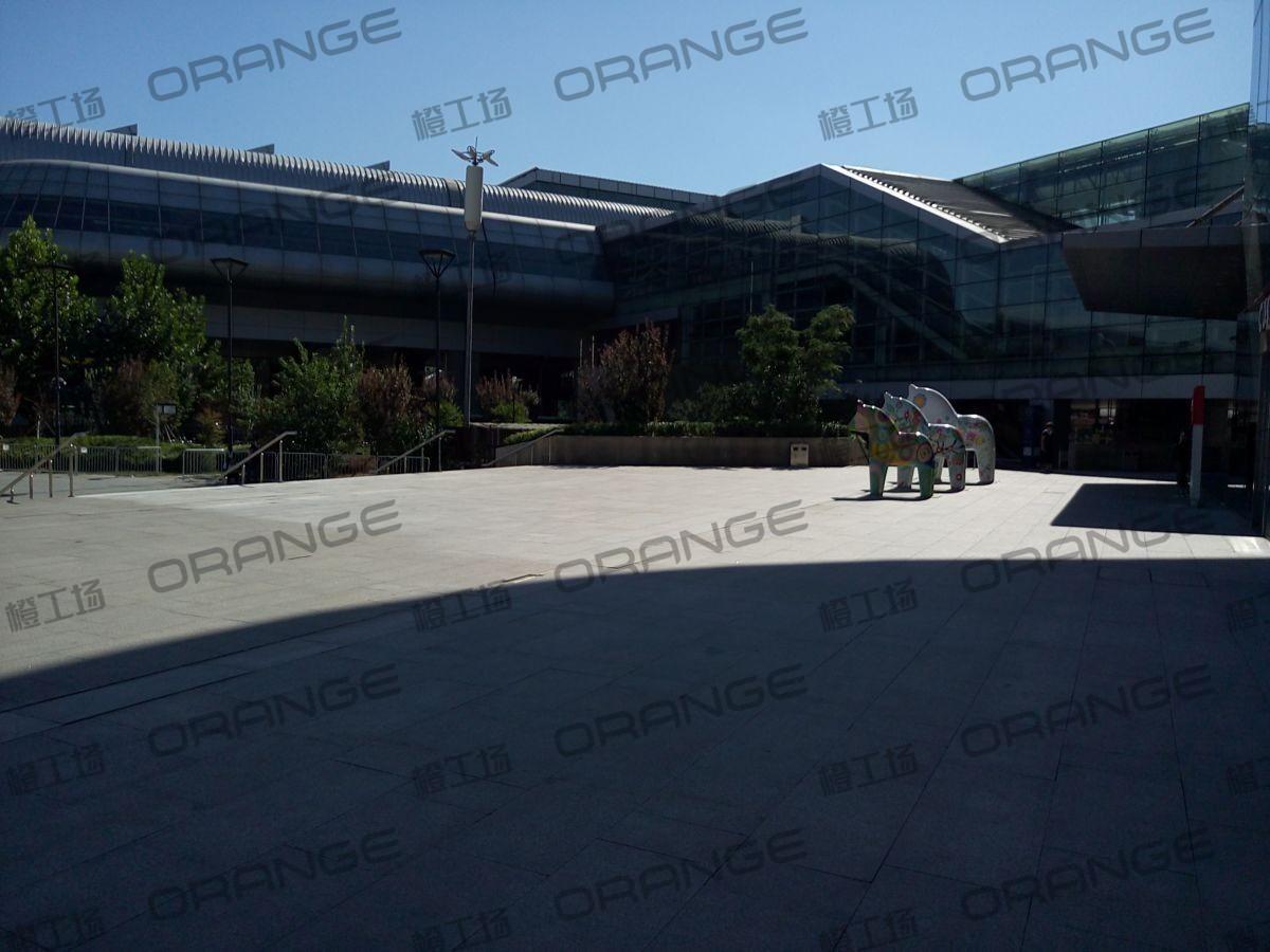 北京荟聚购物中心-室外东北门广场12