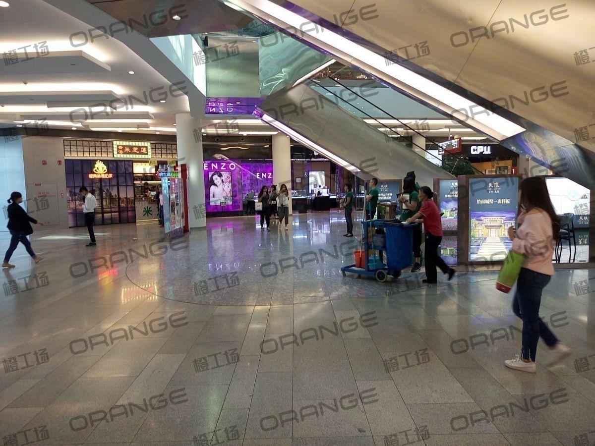 北京荟聚购物中心-室内一楼东北门门内122