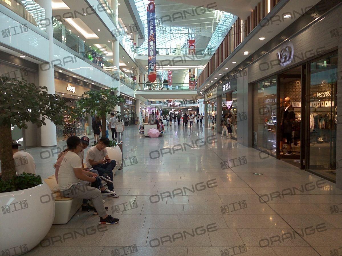 北京荟聚购物中心-室内一楼东北门内南过道327