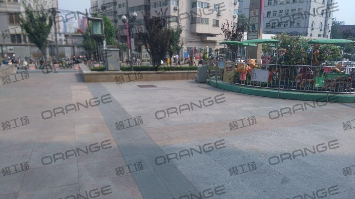 北京爱琴海购物公园-室外东南门永辉超市门口熊出没北侧31