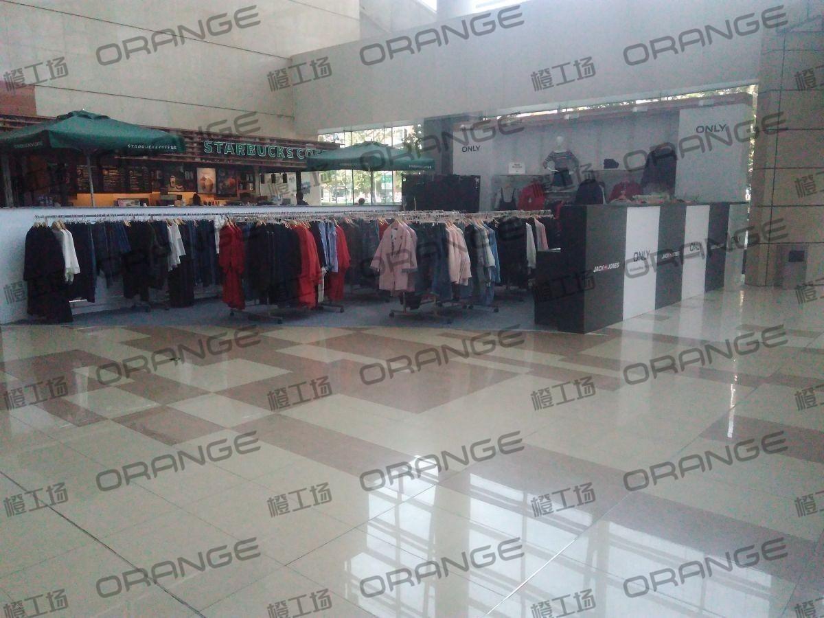 北京五彩城购物中心-室内一楼西区东北门门南15