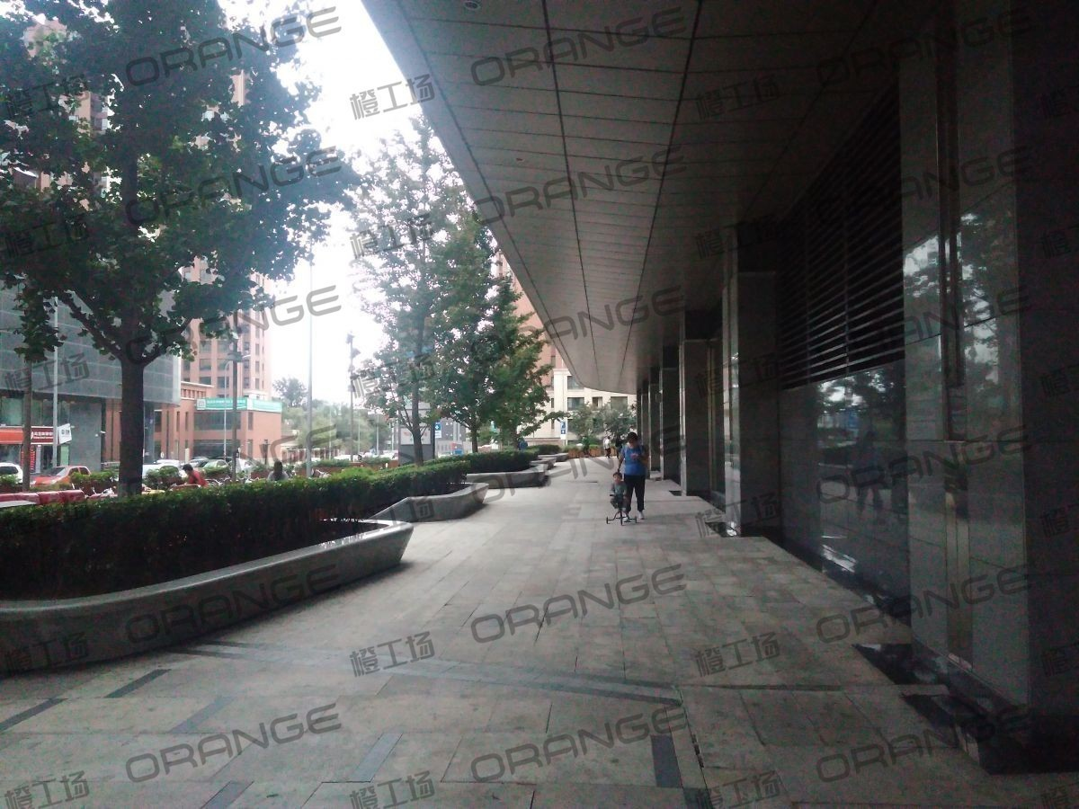 北京五彩城购物中心-室外西区东侧过道12