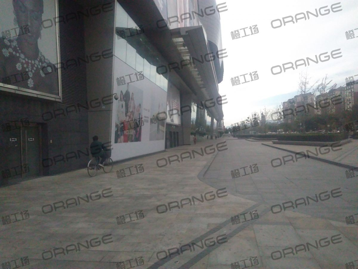 北京五彩城购物中心-室外东区北侧过道15