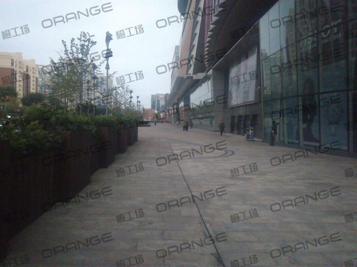 北京五彩城购物中心-室外东区西北门北侧过道14