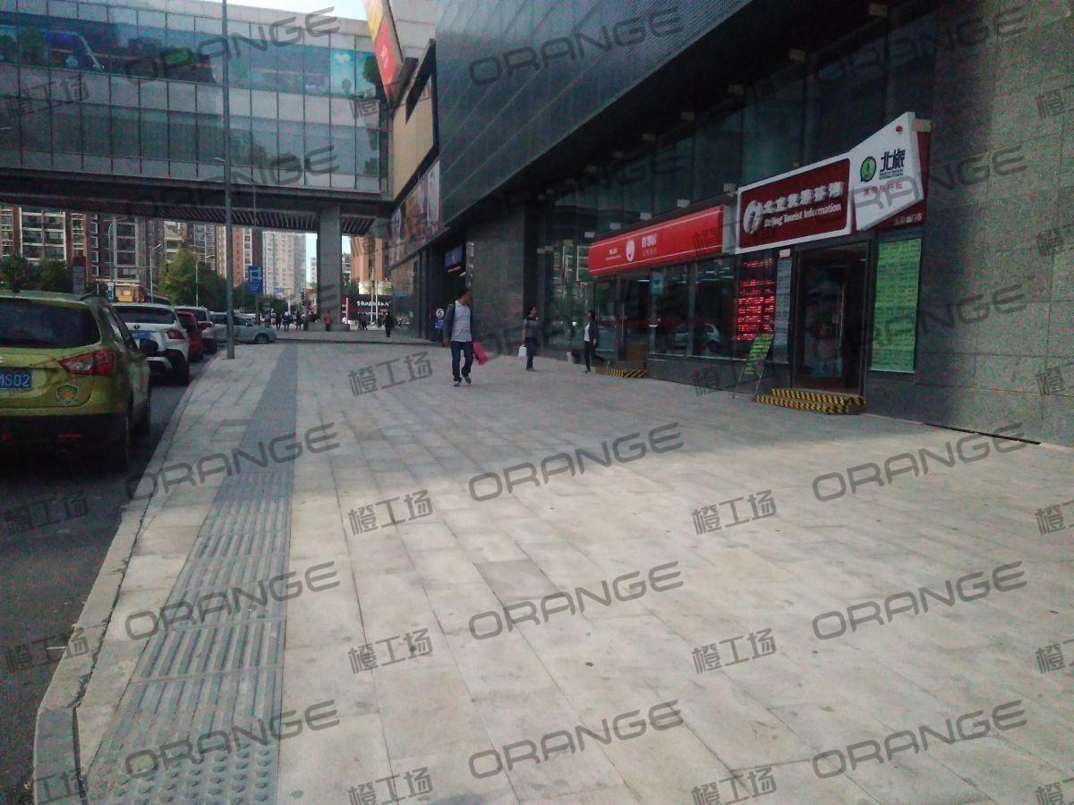 北京五彩城购物中心-室外东区西侧过道121
