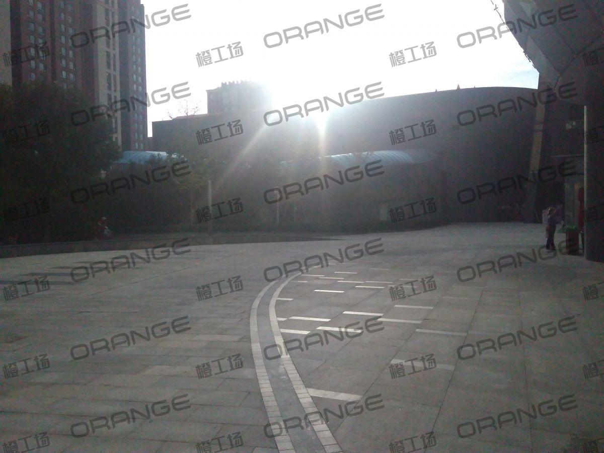 北京五彩城购物中心-室外东区南侧过道20