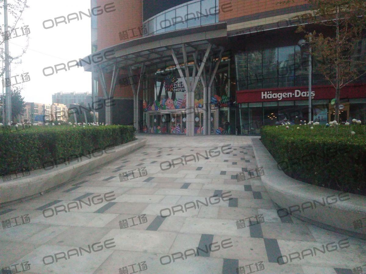 北京五彩城购物中心-室外东区东北门北侧过道217