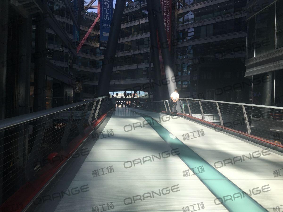 北京侨福芳草地购物中心-室内二楼中间长廊6
