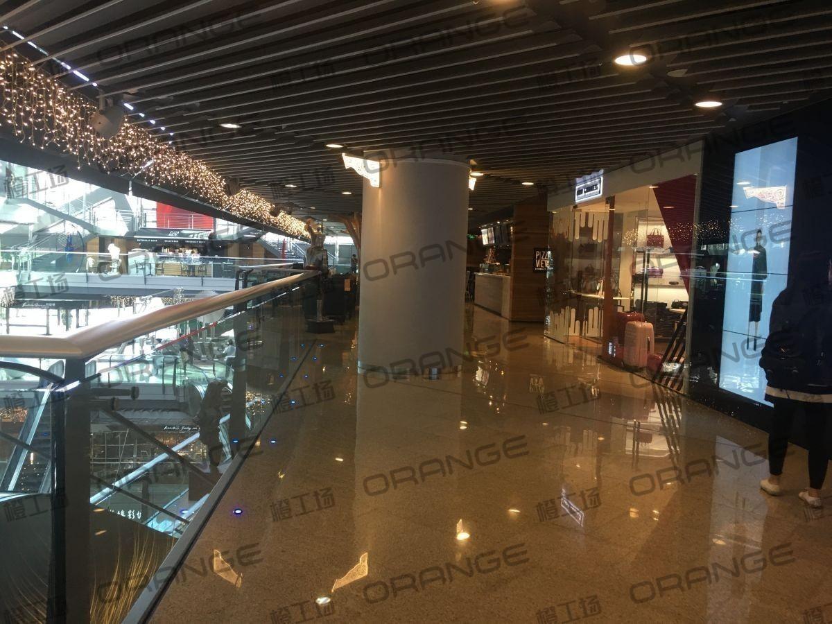 北京侨福芳草地购物中心-室内二楼长廊东南侧扶梯南8