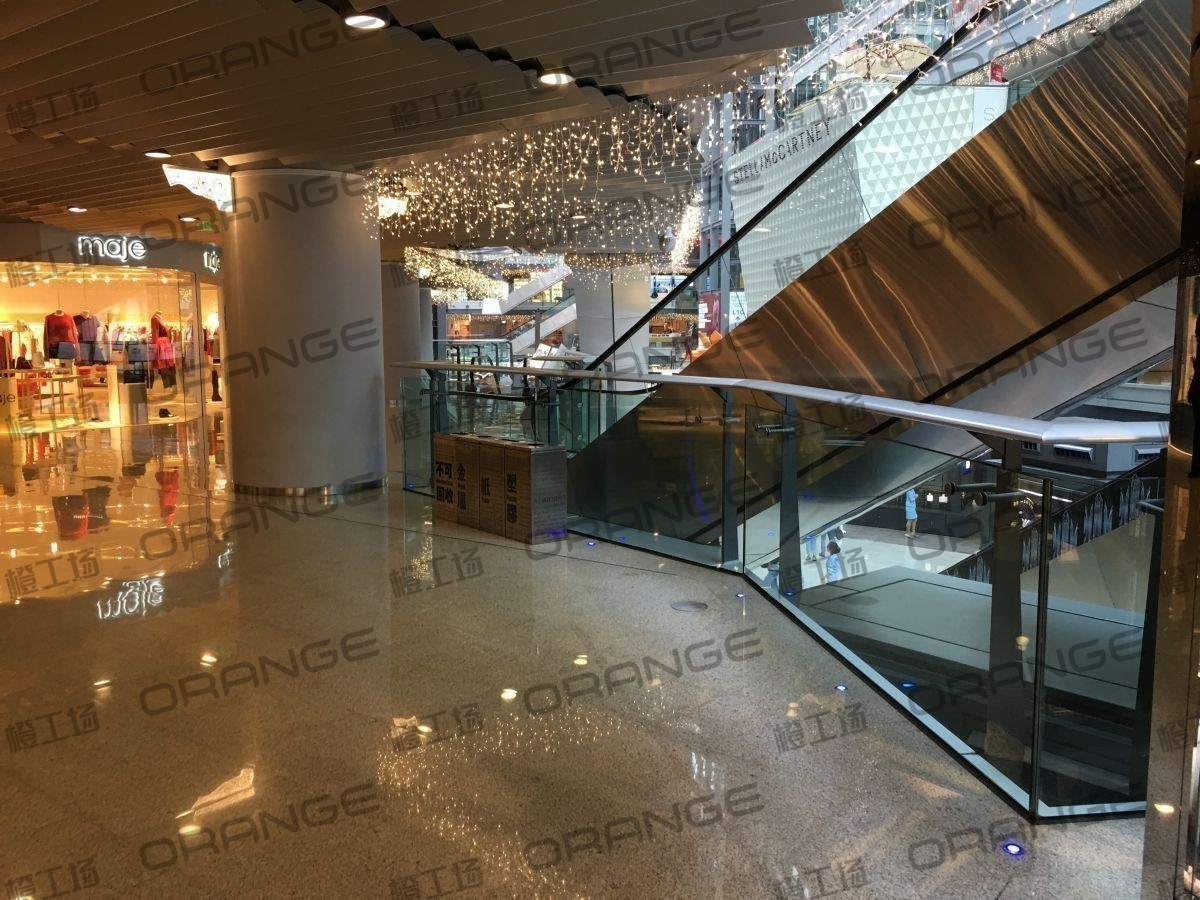 北京侨福芳草地购物中心-室内B1东侧扶梯南33