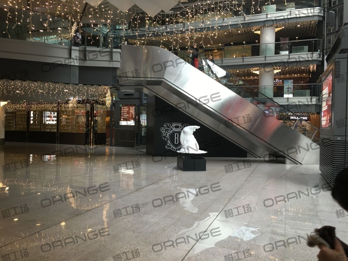 北京侨福芳草地购物中心-室内B2中庭西侧扶梯南44