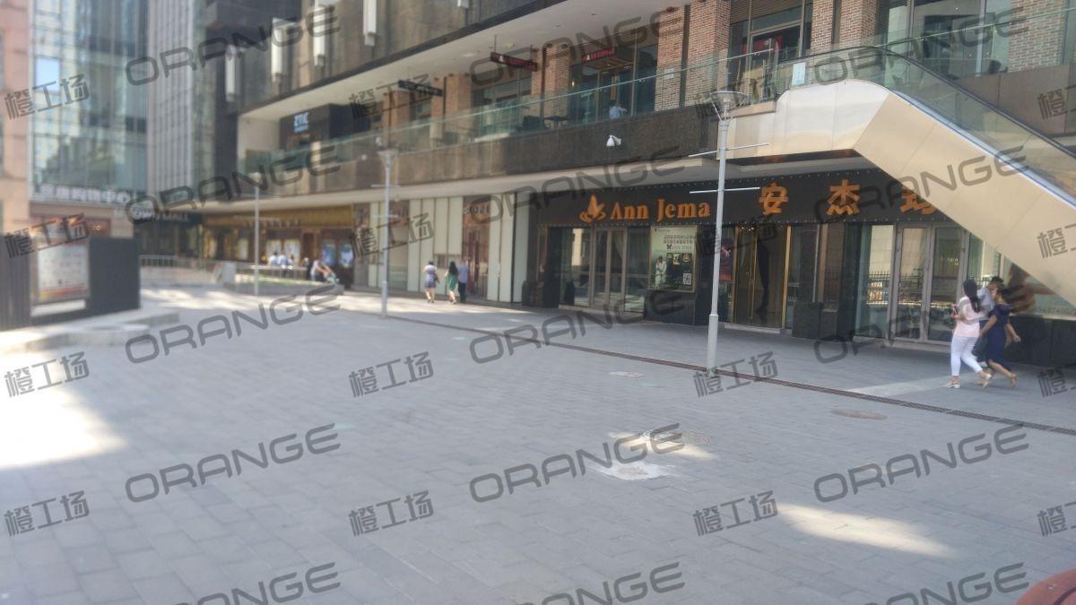 北京悠唐购物中心-室外西门门前15