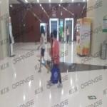 北京朝阳大悦城-室内七楼溜冰场门前18