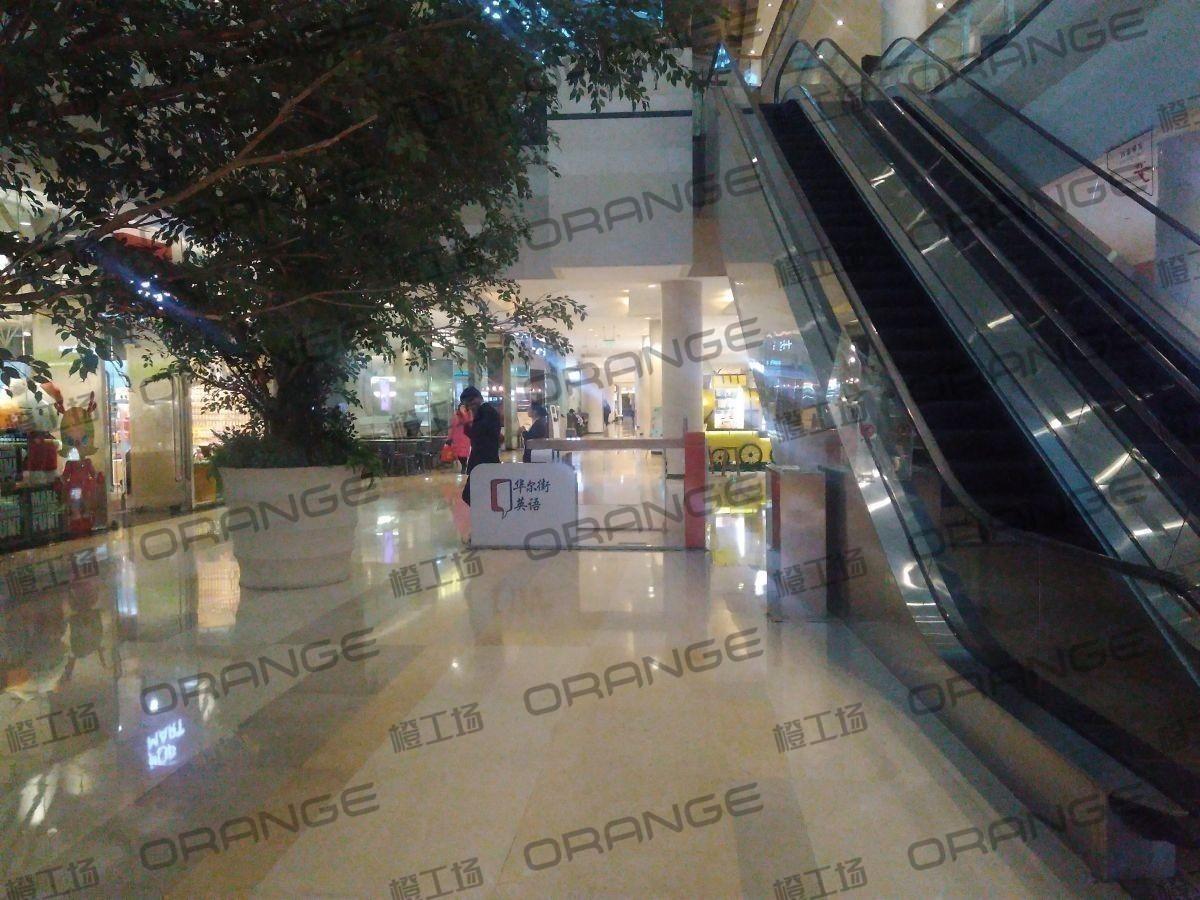 金融街购物中心-室内东区B1西侧扶梯南过道14