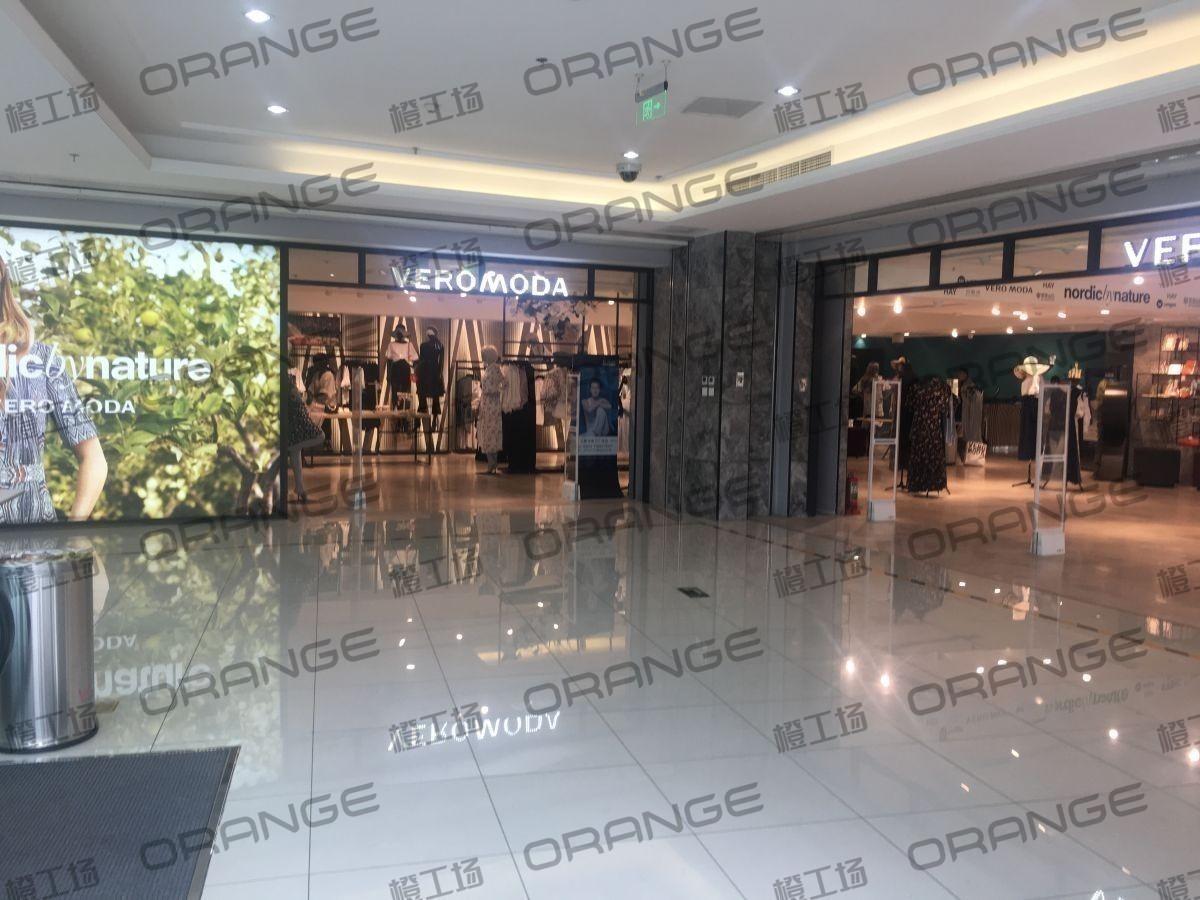北京富力广场-室内二楼最北侧电扶梯口15