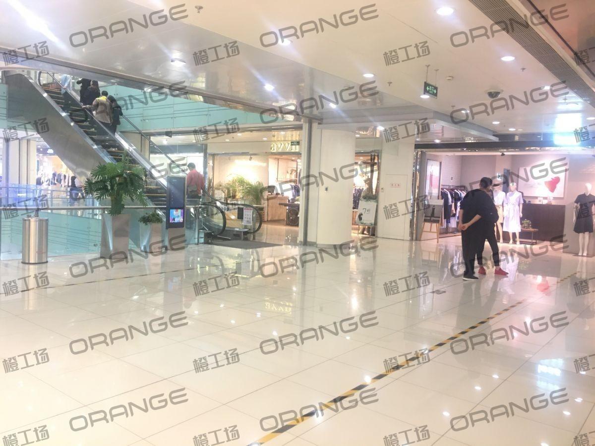 北京富力广场-室内二楼南侧less门前23
