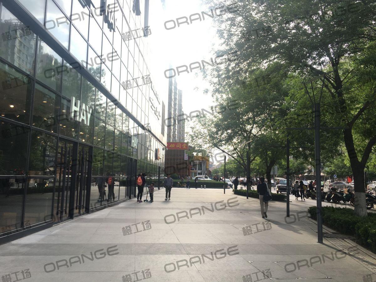 北京富力广场-室外北侧HAY门前 39