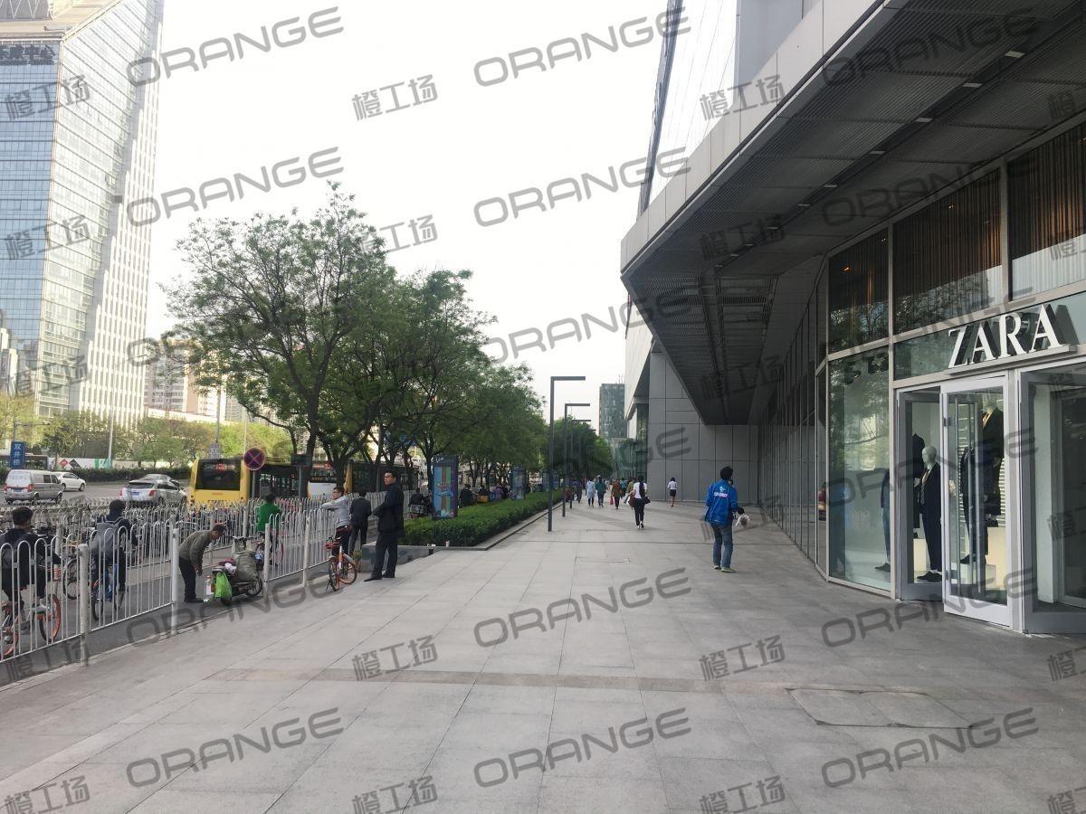 北京富力广场-室外东侧北走廊34