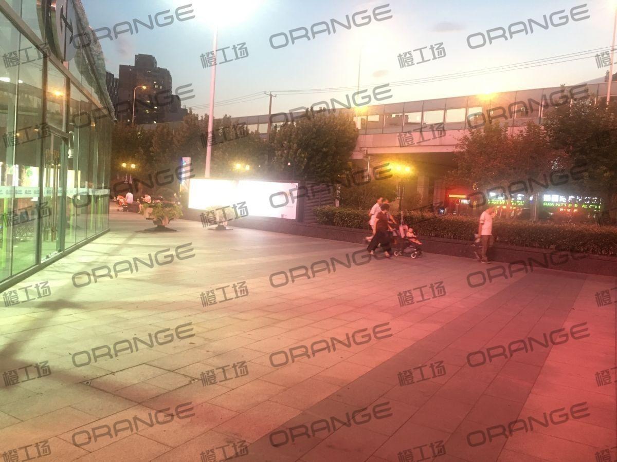 上海环球港-室外北侧喷泉广场北巨石达阵北1