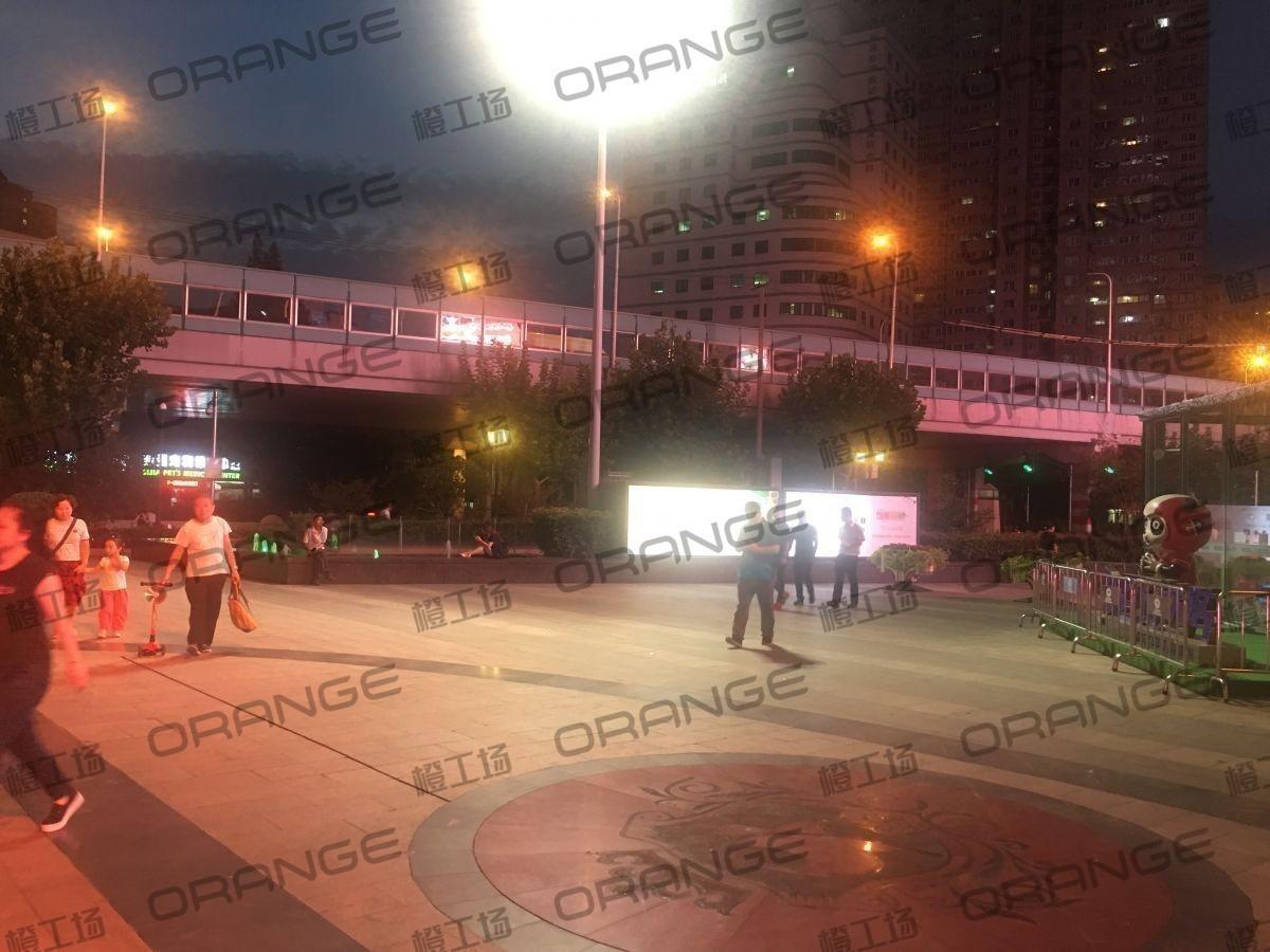 上海环球港-室外北侧喷泉广场北巨石达阵东1
