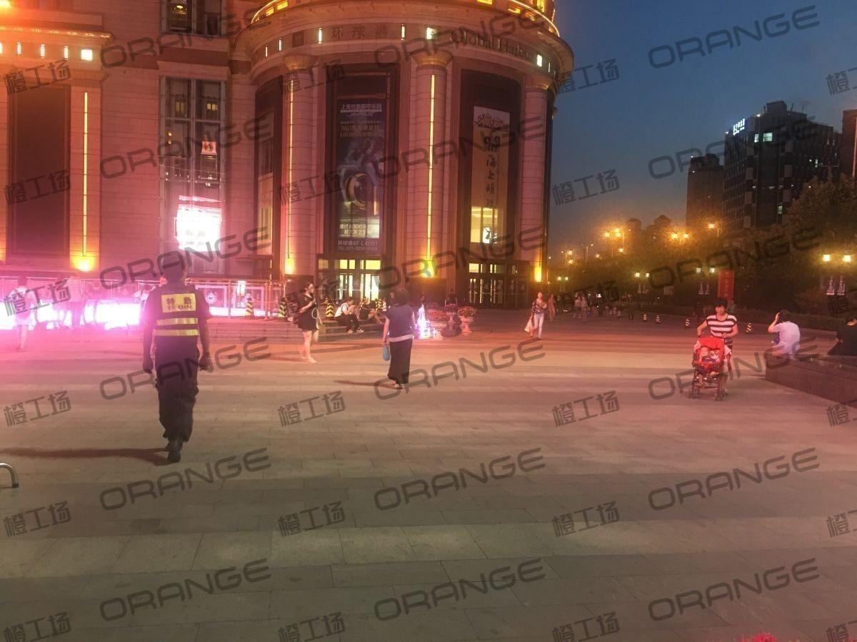上海环球港-室外北侧喷泉广场北巨石达阵东3