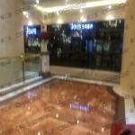 上海环球港-室内一楼画廊东大街133前扶梯北39