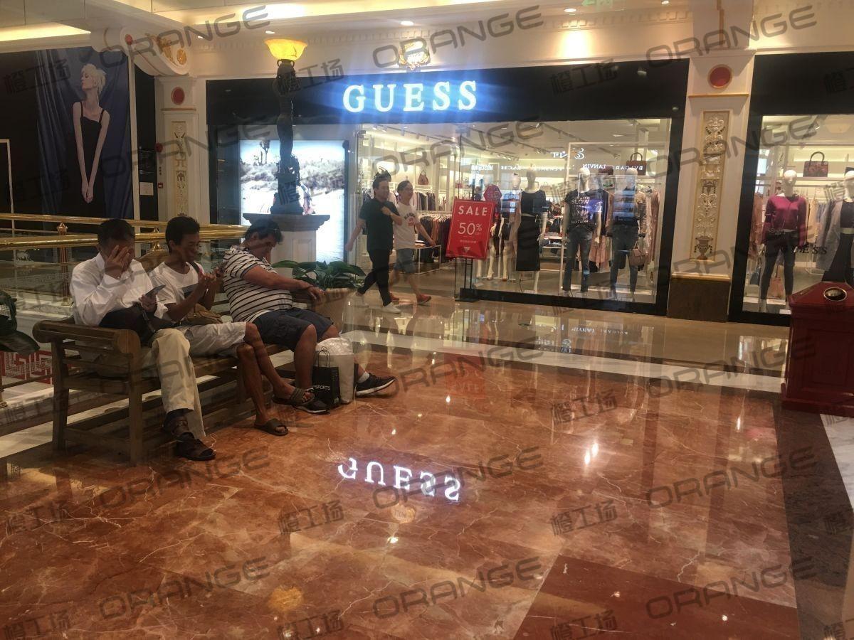 上海环球港-室内一楼画廊东大街138与093之间走廊1