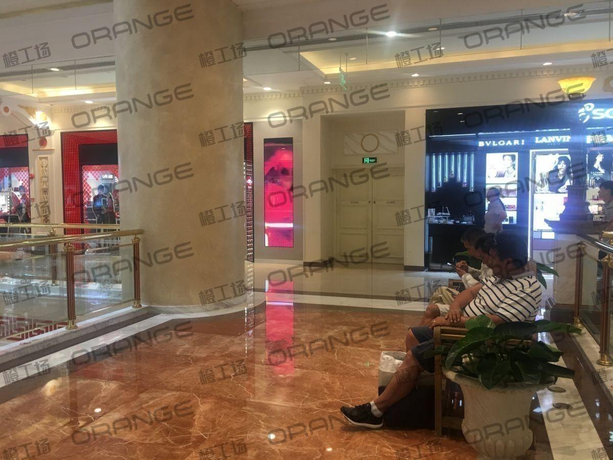 上海环球港-室内一楼画廊东大街138与093之间走廊2