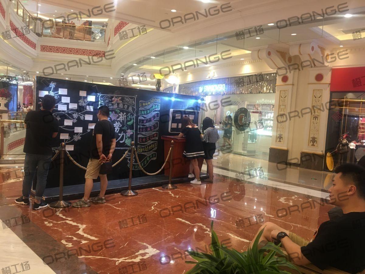 上海环球港-室内一楼画廊东大街142与090之间走廊2