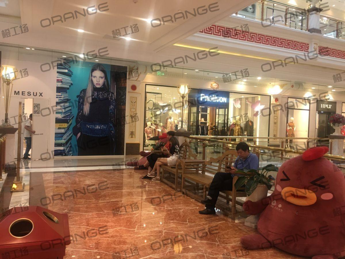 上海环球港-室内二楼画廊西大街021前扶梯南2