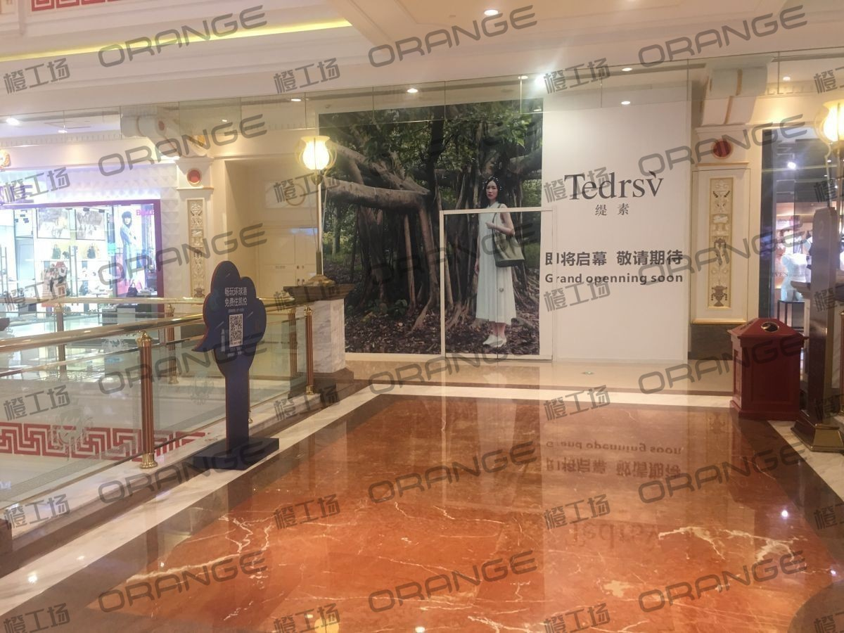 上海环球港-室内二楼画廊东大街139前扶梯南2