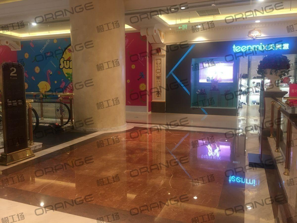 上海环球港-室内二楼画廊东大街139前扶梯南1