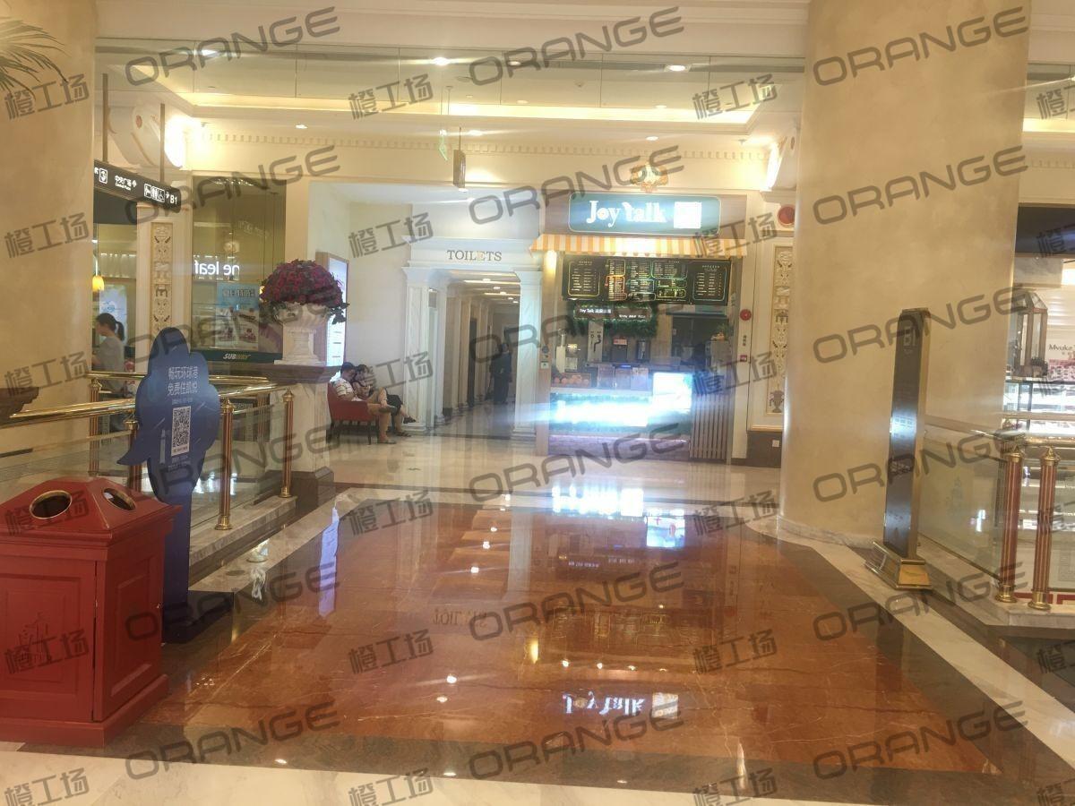 上海环球港-室内B1画廊东大街119前扶梯北2