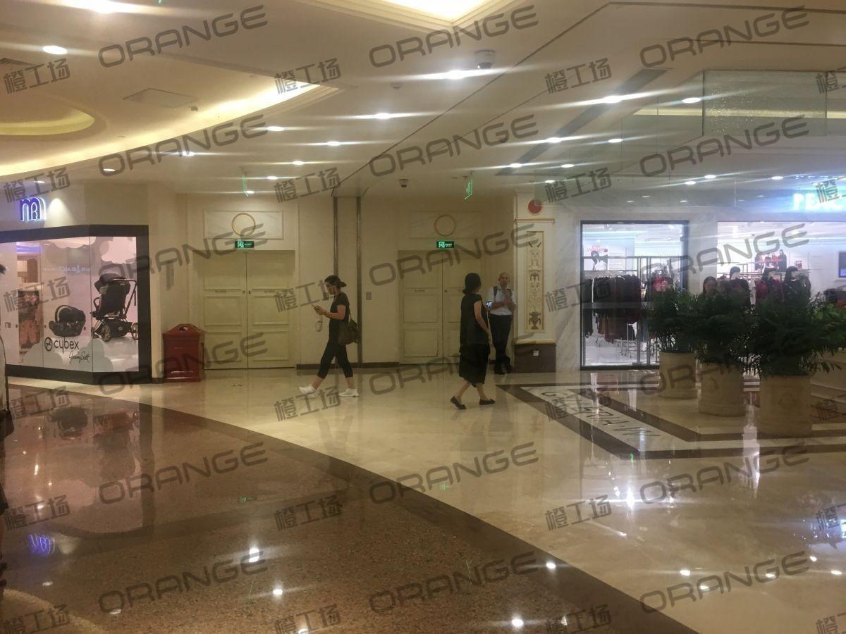 上海环球港-室内B2南侧中庭与画廊东西大街之间(两块)3