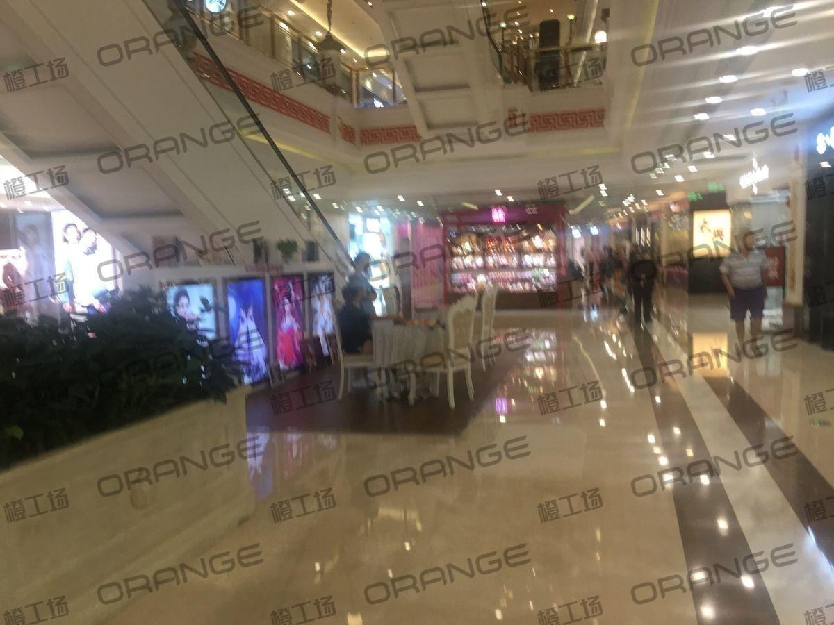 上海环球港-室内B2南侧028前扶梯西1