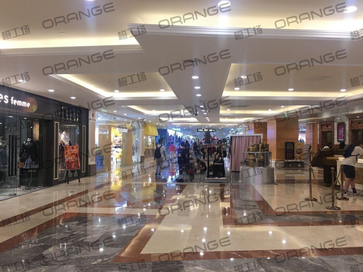 上海环球港-室内B2中央环廊服务台前3